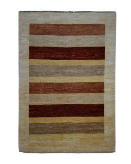 Alfombra manual CHOBI GABBEH 169x240 con centro de rayas en colores terracota, marrón y beige.